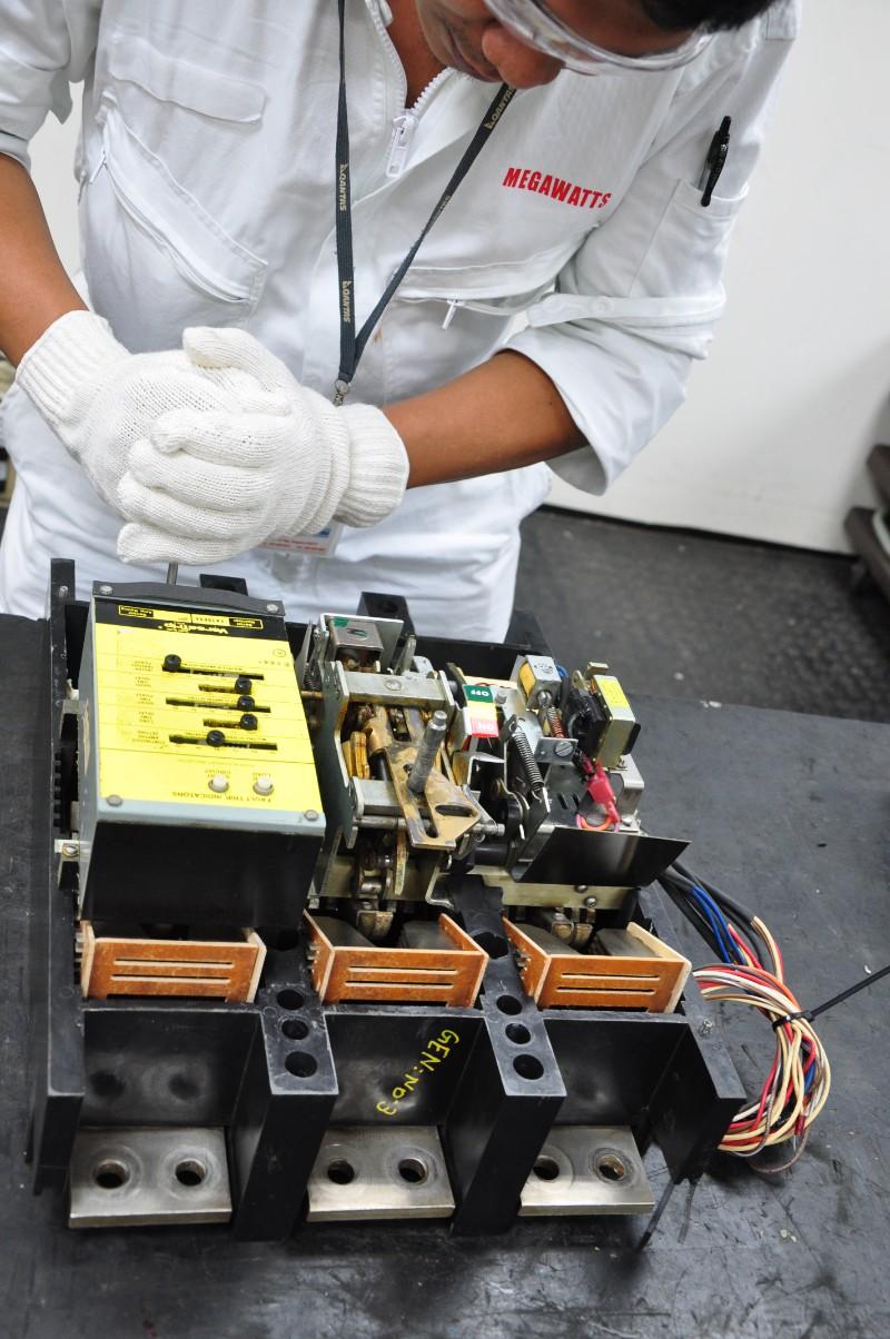 Repair & esrvice of circuit breaker (5)